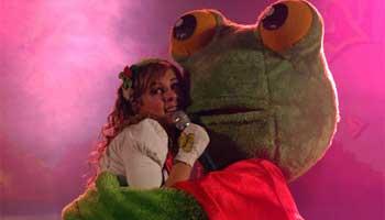 """""""Contratar a Yamila y el Sapo Pepe"""""""